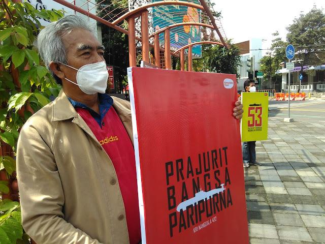 Wujud Duka Atas Musibah Nanggala 402, Komunikotavisual Pajang Poster