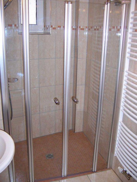 duschwanne duschabtrennung badewanne alles f r mein badezimmer. Black Bedroom Furniture Sets. Home Design Ideas
