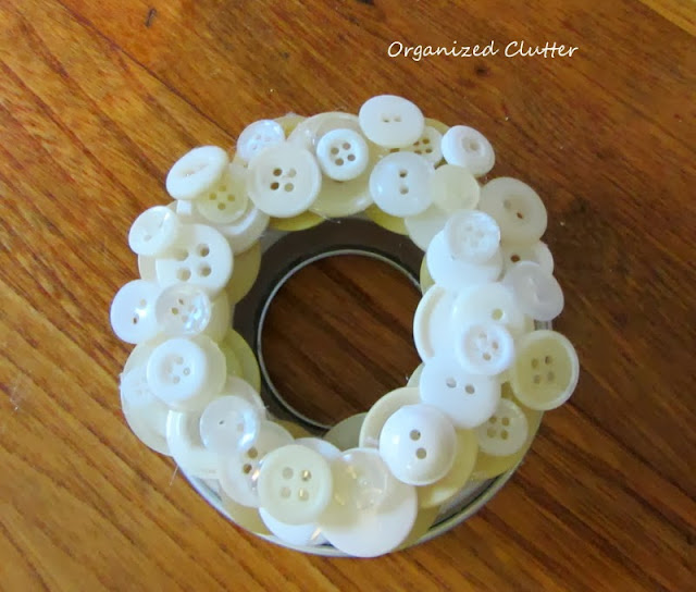 Jello Mold Ring Christmas Tree Ornament www.organizedclutterqueen.blogspot.com