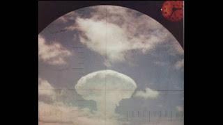 vista da explosão da operação domenique de um avisão