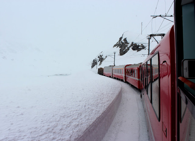 Bernina Express por los Alpes nevados