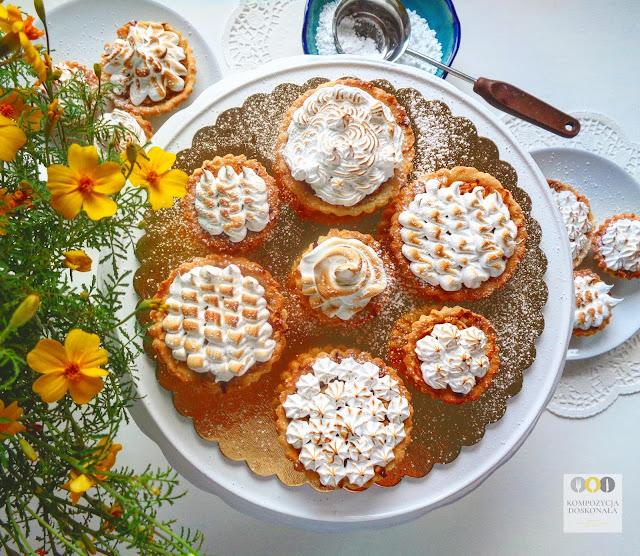 Tartaletki i babeczki z jabłkami i bezą