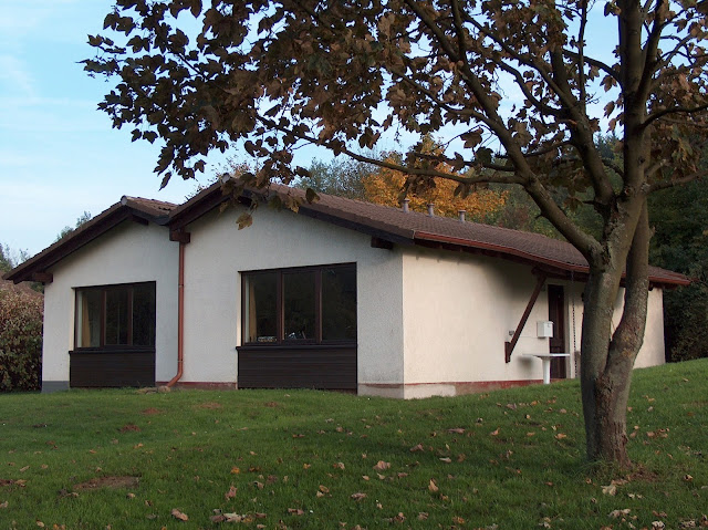 Gemeinschaftshaus im Herbst