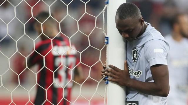 Botafogo joga bem, mas perde para o Atlético-PR