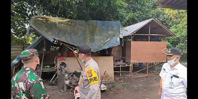 Akhir Bahagia Kakek yang Rela Tinggal di Gubuk Atap Terpal karena Rumah Anak Penuh