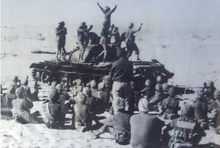 लोंगेवाला की लड़ाई भारत और पाकिस्तान के बीच दिसम्बर 1971 में हुई थी. इस लड़ाई में 120 भारतीय सेना के जवानों ने 2000 पाकिस्तानी सेना के जवानों को घुटने टेकने के लिए मजबूर कर दिया था. सबसे रोचक तथ्य यह है कि इस लड़ाई में भारतीय सेना के पास सिर्फ एक जीप थी जिस पर एम्40 की राइफल लगी थी और दूसरी तरफ पाकिस्तानी सेना 2000 की तदाद में टैंकों से लेस थी.
