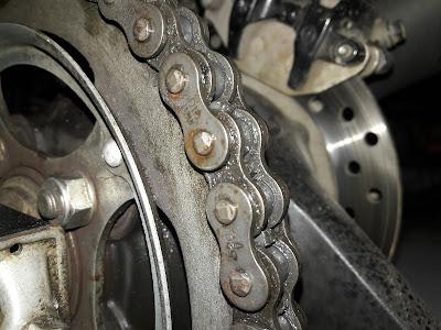 Perbedaan motor dengan penggerak rantai, Belt, dan Shaft