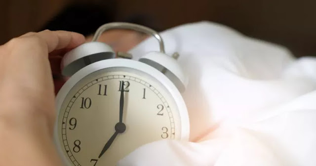 Tidur Saat Hampir Subuh, Bagaimana Hukumnya?