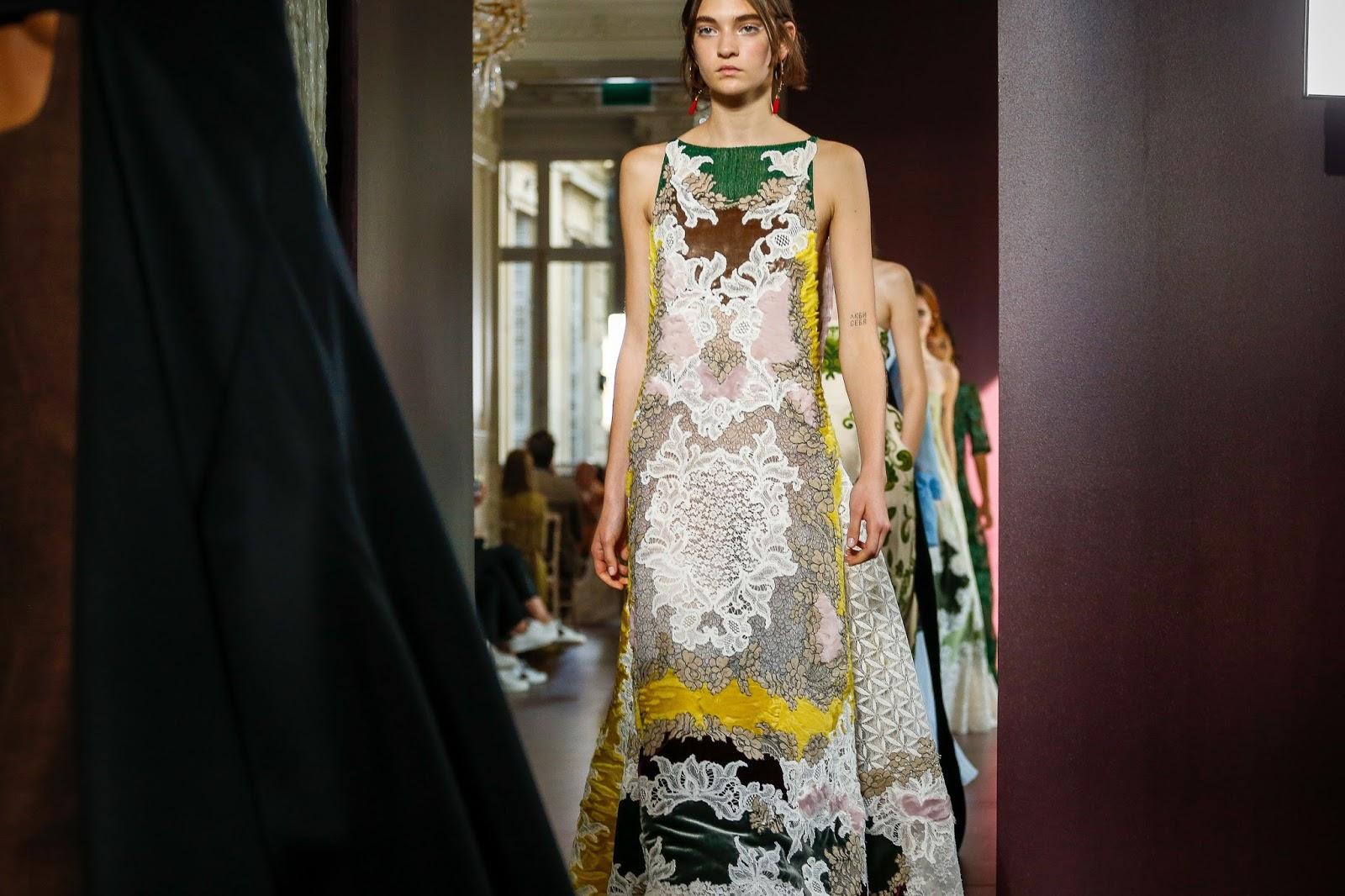Valentino 39 s haute couture autumn winter 17 show bts for Haute couture today