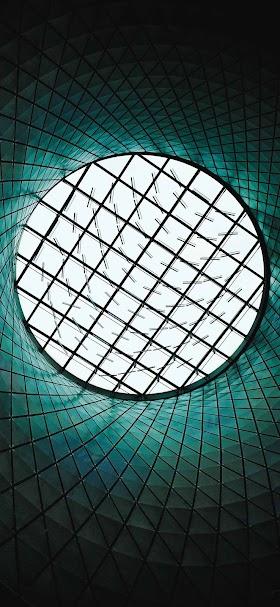 خلفية نافذة دائرية عملاقة في سقف مبنى