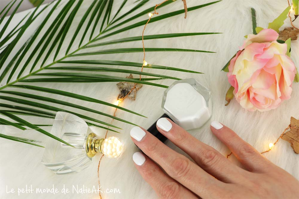 vernis à ongles blanc naturel