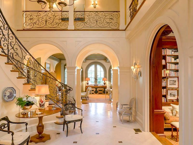 5 luxury spectacular mansion staircases living rooms gallery for Luxury staircase