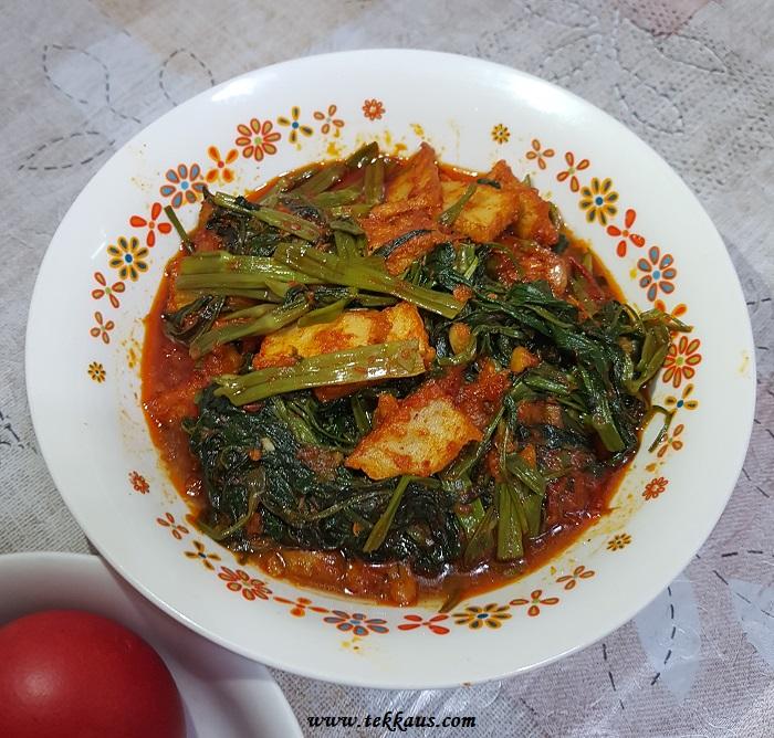 Sambal kangkung with dried shrimp
