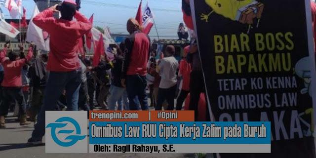 Kumpulan serikat buruh, mahasiswa, dan elemen organisasi masyarakat sipil lainnya turun ke jalan dan melakukan protes ke DPR RI pada Kamis