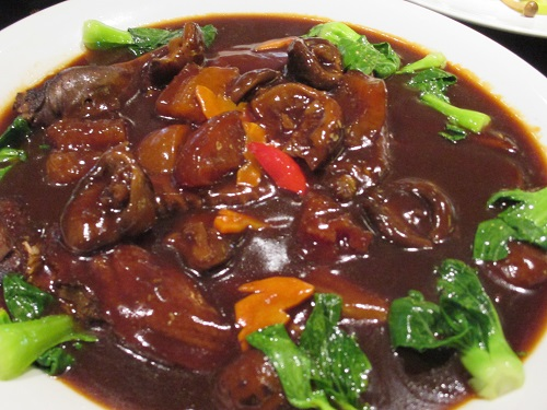Braised duck with sea cucumber, (海参, Hǎi shēn)