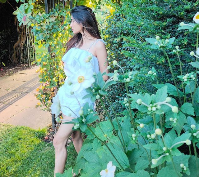 mouni roy looks drop dead gorgeous in latest picture - newsdezire