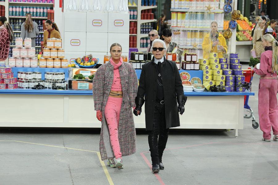 Os Desfiles icônicos de Karl Lagerfeld