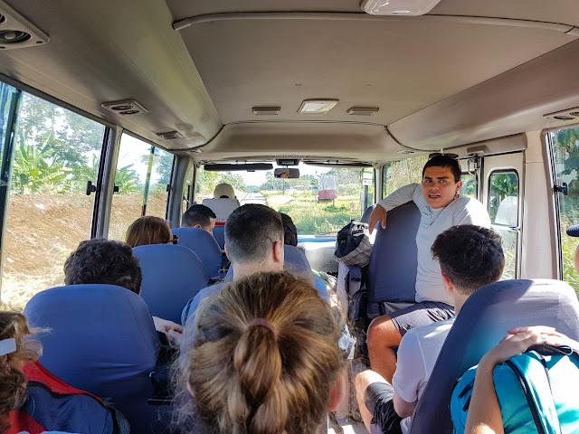 Explicaciones durante el trayecto de Ríos Tropicales