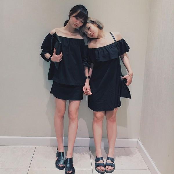 Xem mỹ nữ việt chọn giày Sneaker đế cao bắt cặp hoàn hảo cùng váy h0è