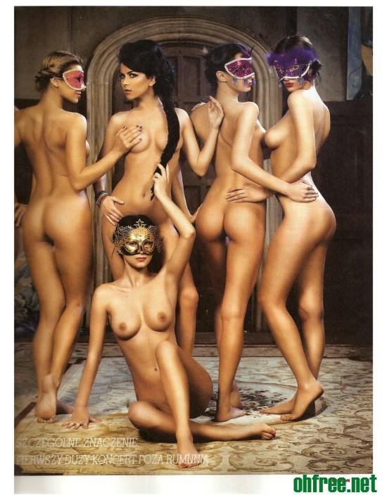 Naked Women Pose 10