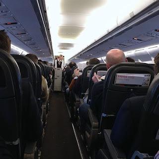 https://commons.wikimedia.org/wiki/File:Swiss_International_Air_Lines_(SWISS)_Airplane_Cabin_-_Feb_2013_01.jpg
