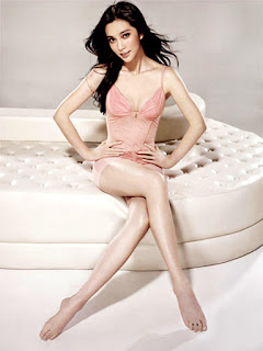 Sexy Curves Of Li Bingbing In Pink Lingerie