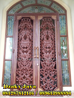 Foto Pintu Besi Tempa Klasik sangat cocok untuk rumah mewah klasik.