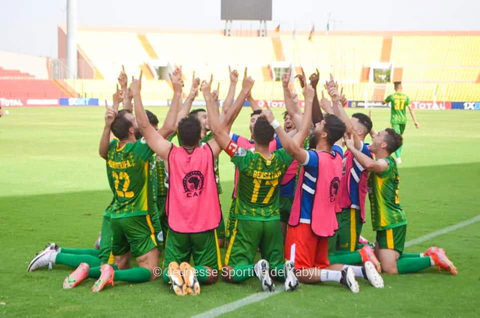 كأس الكونفدرالية الإفريقية: شبيبة القبائل تعود بفوز ثمين من الكاميرون