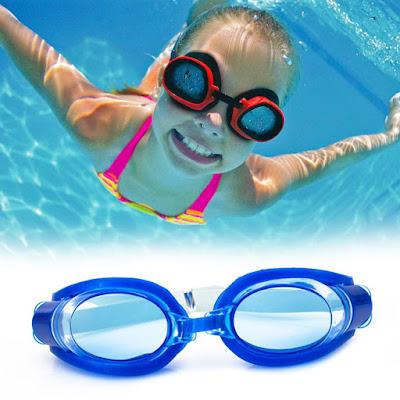 sử dụng kính bơi tăng tầm nhìn trong nước