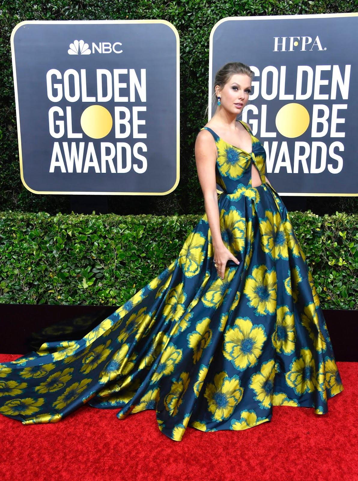Taylor Swift Looks Like a Walking Flower Garden at the Golden Globes