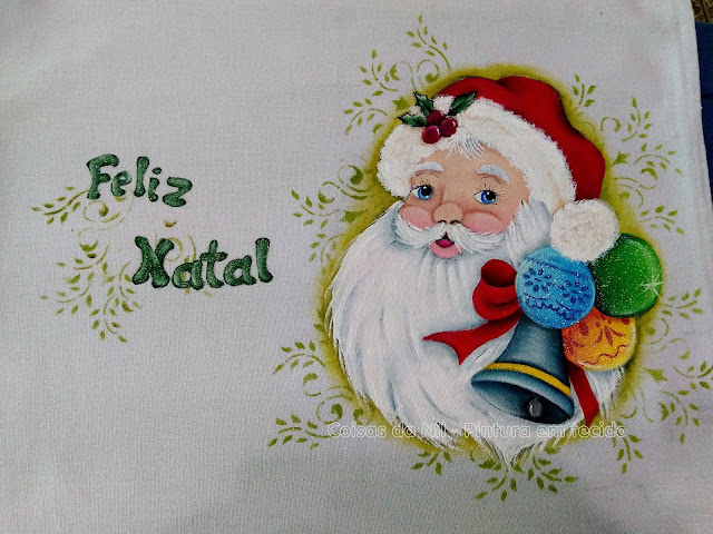 pano de prato com pintura de  Papai Noel com sino e bolas de Natal