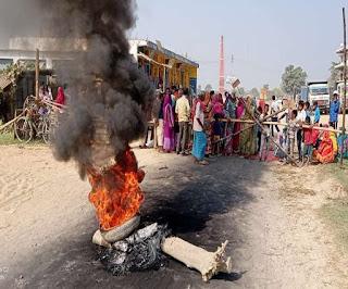 सीतामढ़ी में चुनावी रंजिश में हत्या करने वालों की गिरफ्तारी नहीं होने से भड़का आक्रोश, सड़क जाम