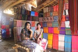http://roniardy.blogspot.com/2015/02/kerajinan-khas-lombok.html