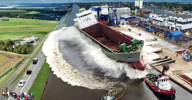 Stena Hollandica dünyanın en büyük 18 gemisinden biridir, dünyanın ise en uzunudur.