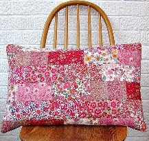 http://translate.google.es/translate?hl=es&sl=nl&tl=es&u=http%3A%2F%2Fveryberryhandmade.co.uk%2F2013%2F04%2F02%2Fliberty-wallflower-cushion-tutorial%2F