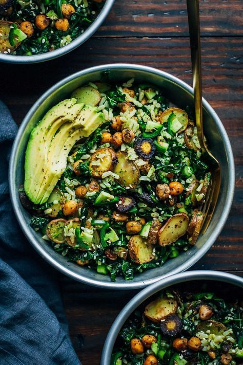 Kale Detox Salad w/ Pesto #kale #detoxsalad #saladrecipes #salad #lunch #lunchrecipes #easylunchrecipes #pesto