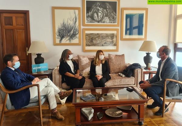El Cabildo recibió la visita institucional de representantes diplomáticas de Reino Unido en Canarias