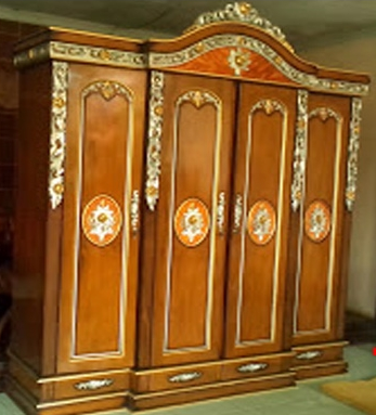 model lemari pakaian ukir 4 pintu