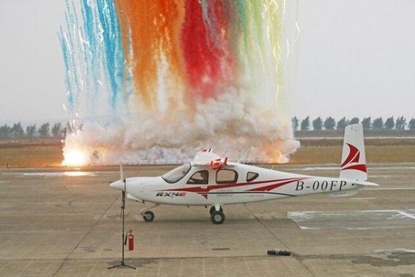 """Máy bay điện """"made in China"""" bay 300 km trong 1 lần sạc"""