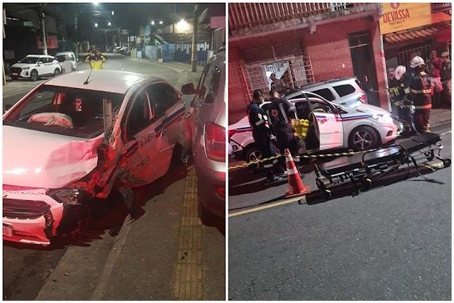 Táxi bate em dois carros, atropela e mata dois pedestres