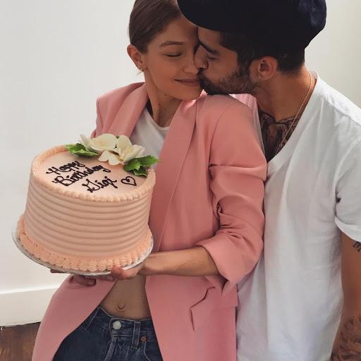 Model Cantik dapat hadiah kue ulang tahun special dari sang pacar Zayn Malik