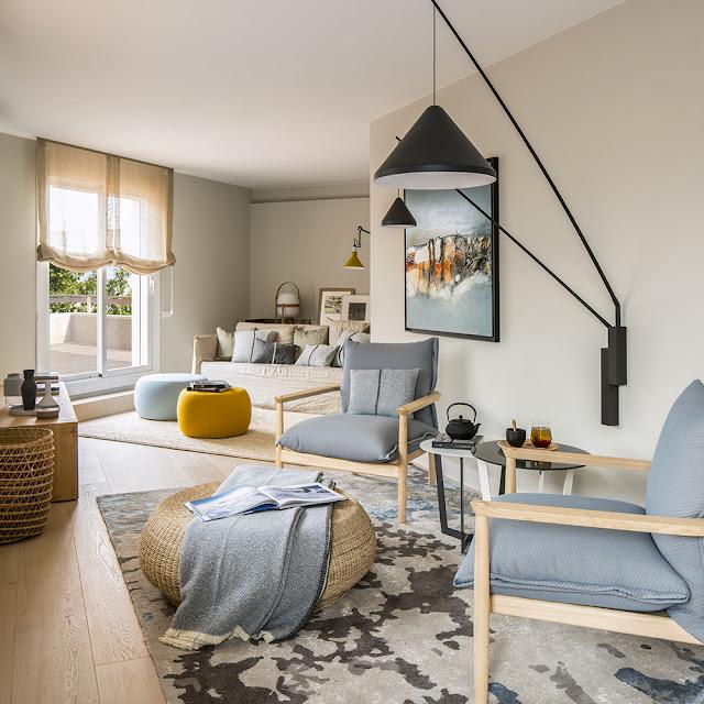 Tonuri neutre de culoare, lemn și o amenajare modernă pentru un apartament din Barcelona