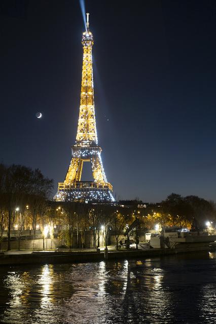 Zimowa kamienica z Paryża - nagłówek - Francuski przy kawie