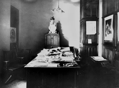 Stonework devil in office, George St., Brisbane, 1912. (John Oxley Library)