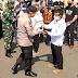 Peringati May Day, Buruh di Semarang Terima Paket Sembako Dari TNI/Polri