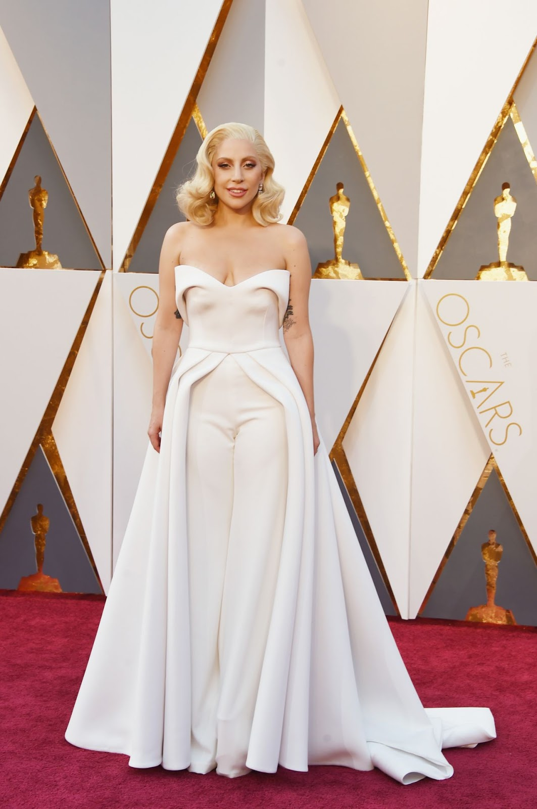 Lady Gaga flaunts $8 million diamonds at the Oscars 2016