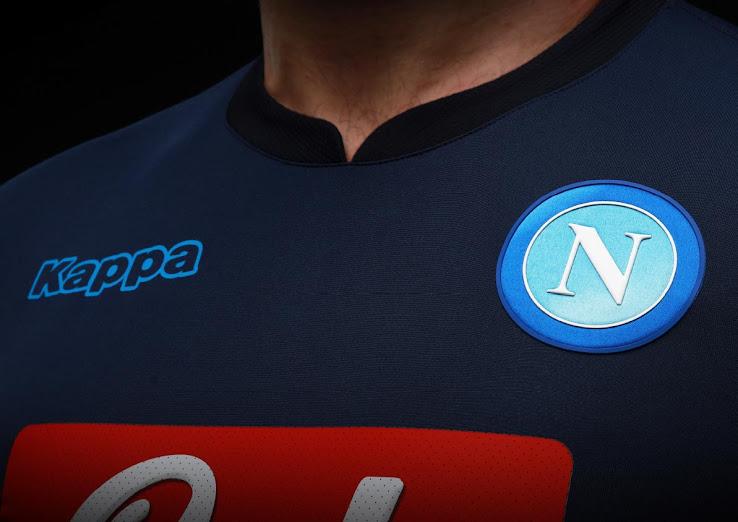 Napoli presentó su tercera camiseta Kappa para la temporada 2017/18