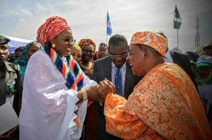 Alaafin of Oyo actually shook hands with Aisha Buhari