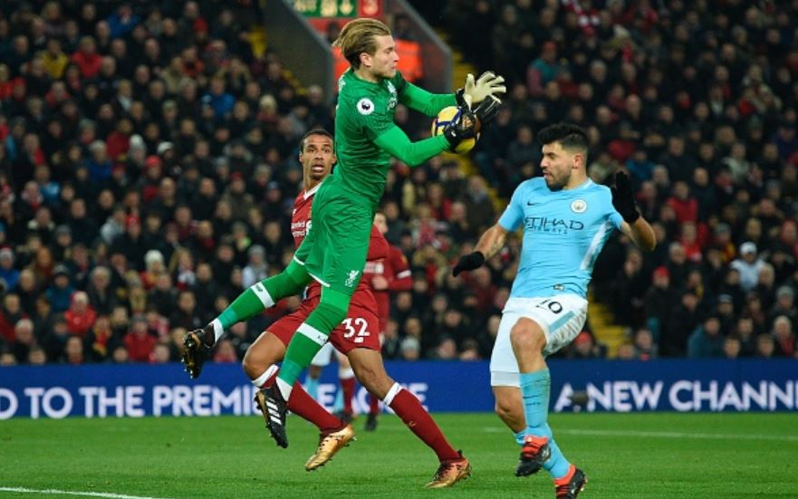 Karius-flaps-at-ball