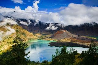 5. Gunung Rinjani, Lombok (3.726m)